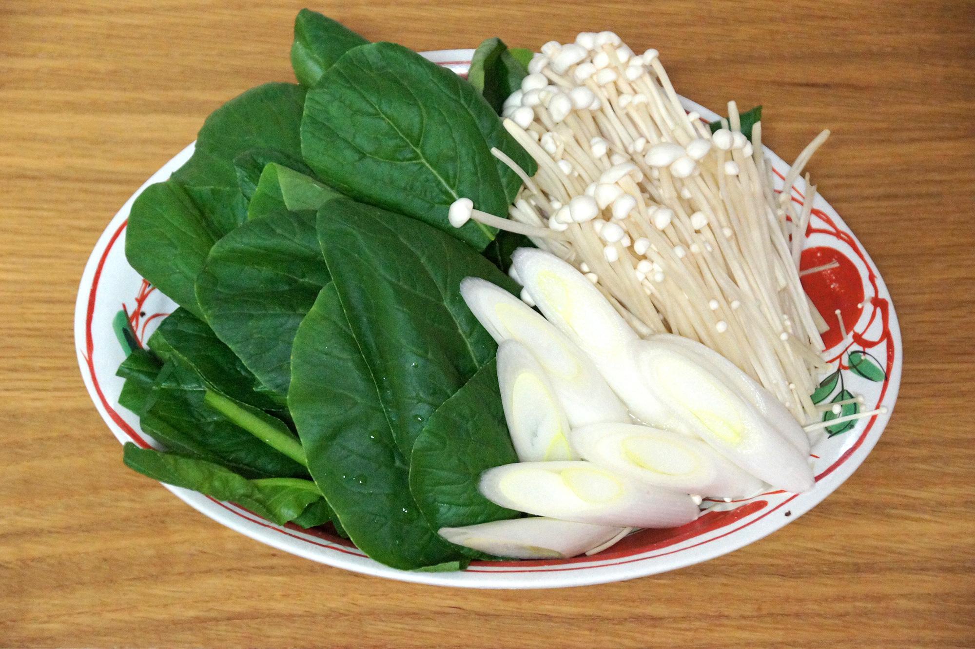 しゃぶしゃぶの野菜の写真のフリー素材