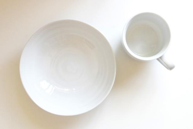 マグカップと皿のフリー写真素材
